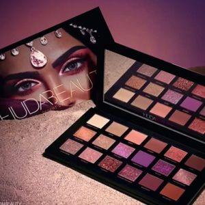 """🌄Huda Beauty """"Desert Dusk"""" Eyeshadow Palette"""